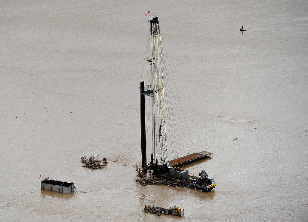 Description of . A drilling derrick near Greeley stands in land flooded by the South Platte River. Aerial photographs of the Platte River flooding cities and farms in Weld County Colorado. (Photo By Tim Rasmussen/The Denver Post)