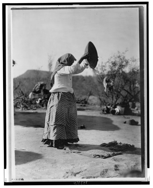 Description of  Title: Papago cleaning wheat (Winnowing wheat).  <br />Date Created/Published: c1907.  <br />Photograph by Edward S. Curtis, Curtis (Edward S.) Collection, Library of Congress Prints and Photographs Division Washington, D.C.