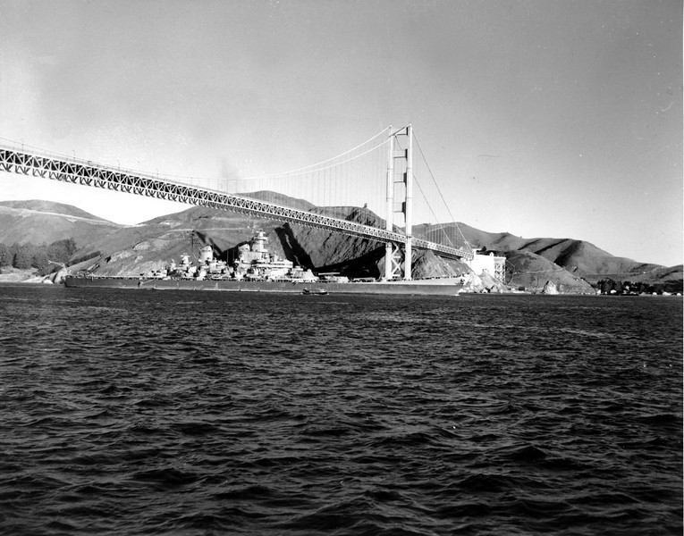 Description of  The USS New Jersey BB-62 battleship, carrying Gen. Walter Krueger and crew aboard, glides under the Golden Gate Bridge at San Francisco, Ca. on Feb. 10, 1946. The United States Navy battleship is a veteran of Pacific Warfare. (AP Photo)