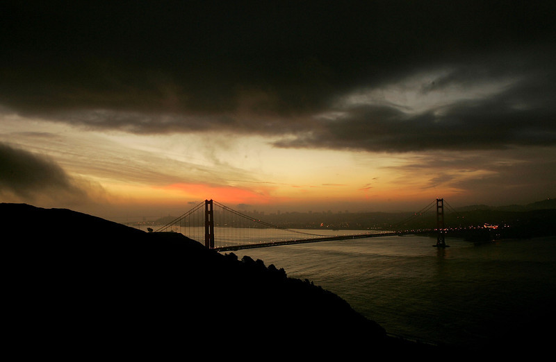 Description of  The Golden Gate Bridge is seen as the sun rises on January 27, 2005 in San Francisco. (Photo by Justin Sullivan/Getty Images)