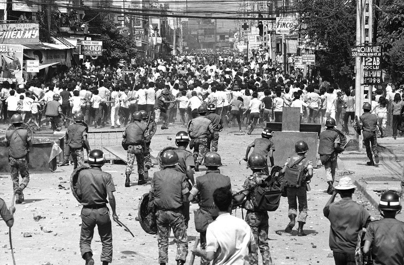 Description of  Riot police block path of hundreds of anti-government demonstrators who sought to parade from suburban Saigon to the city center on Thursday, Oct. 31, 1974. (AP Photo)