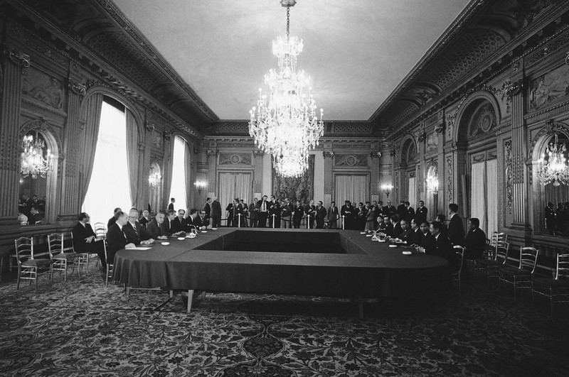 Description of  This is a general view of the first meeting between the United States delegation, left, and North Vietnam delegation on the Vietnam peace talks at the international conference hall in Paris, May 13, 1968. (AP Photo)