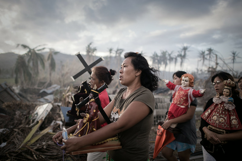 Description of  Tolosa, island of Leyte, eastern Philippines, November 18, 2013. A religious procession ten days after Super Typhoon Haiyan devastated the area.  According to United Nations estimates, 13 million people were affected by Super Typhoon Haiyan, and 1.9 million lost their homes.  © Philippe Lopez / Agence France-Presse