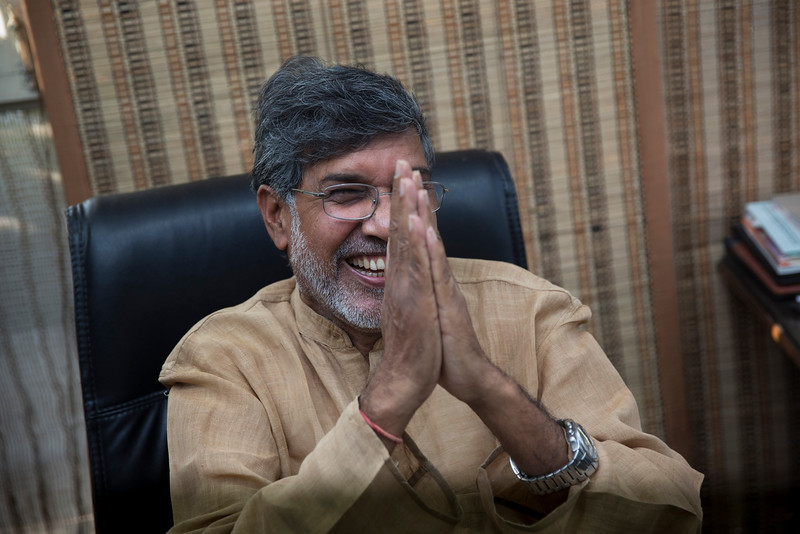 Description of  Indian children's rights activist Kailash Satyarthi gestures as he addresses the media at his office in New Delhi, India, Friday, Oct. 10, 2014. Malala Yousafzai of Pakistan and Satyarthi of India jointly won the Nobel Peace Prize on Friday, Oct. 10, 2014, for risking their lives to fight for children's rights. (AP Photo/Bernat Armangue)