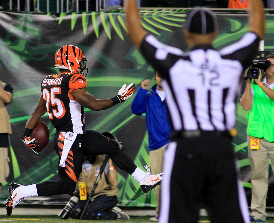 Description of . Cincinnati Bengals running back Giovani Bernard (25) scores a touchdown on a 27-yard pass reception against the Pittsburgh Steelers in the second half of an NFL football game, Monday, Sept. 16, 2013, in Cincinnati. (AP Photo/Tom Uhlman)