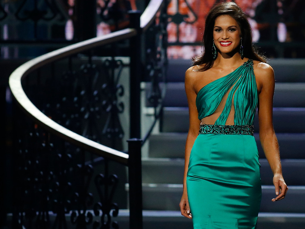Description of . Runner-up Miss North Dakota USA Audra Mari participates in the evening gown competition during the Miss USA pageant in Baton Rouge, La., Sunday, June 8, 2014. (AP Photo/Jonathan Bachman)