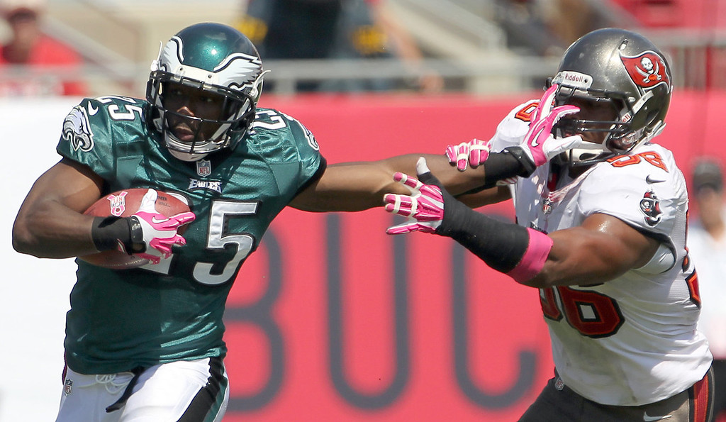 Description of . Philadelphia Eagles' LeSean McCoy (25) runs with the football against Tampa Bay Buccaneers' Dekoda Watson, right, during the first quarter of an NFL football game in Tampa, Fla., Sunday, Oct. 13, 2013.  (AP Photo/Philadelphia Daily News, Yong Kim)