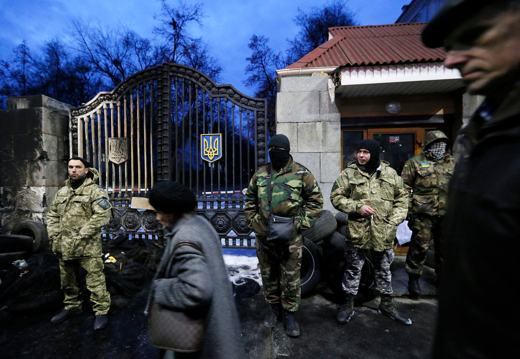 Description of . Volunteers of the Aidar battalion picket in front of the Ministry of Defense as they protest against a decision to change the leadership of the battalion in Kiev, Ukraine, Monday, Feb. 2, 2015. The Aidar battalion, a volunteer force, and the Defense Minister have agreed that the battalion will be divided into two units. Both of them - one headed by the old leader - will be incorporated into the Defense Ministry and will continue fighting in the country's east against pro-Russian separatists. (AP Photo/Sergei Chuzavkov)