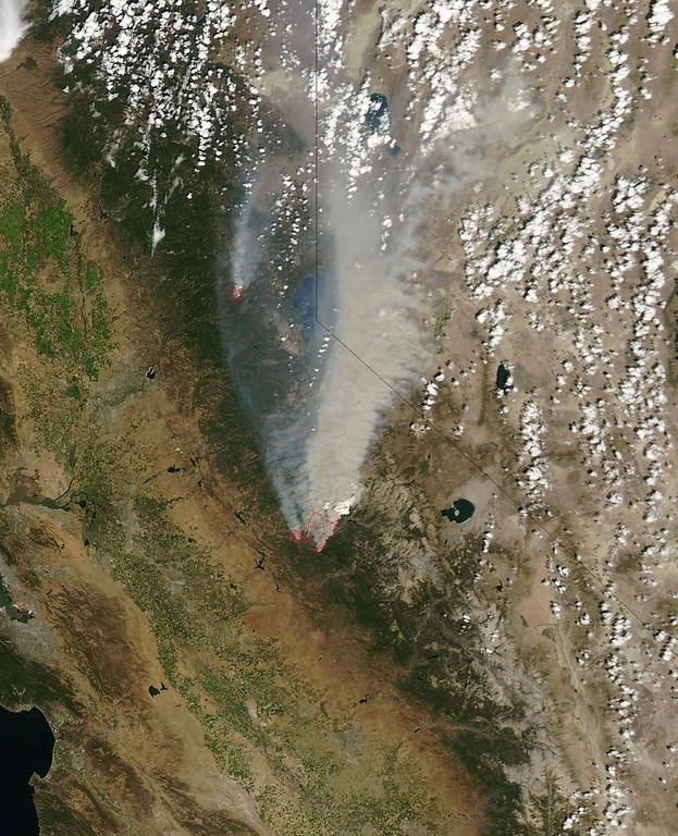 Description of . This NASA Earth Observatory image obtained August 26, 2013 shows what  the Moderate Resolution Imaging Spectroradiometer (MODIS) on NASAs Aqua satellite acquired on August 22, 2013  in this image of the drought-fueled Rim fire burning in central California, near Yosemite National Park. Red outlines indicate hot spots where MODIS detected unusually warm surface temperatures associated with fires. Winds blew a thick smoke plume toward the northeast. A smaller fire American fire burned to the north. AFP PHOTO / NASA/Aqua-MODIS =HO/AFP/Getty Images