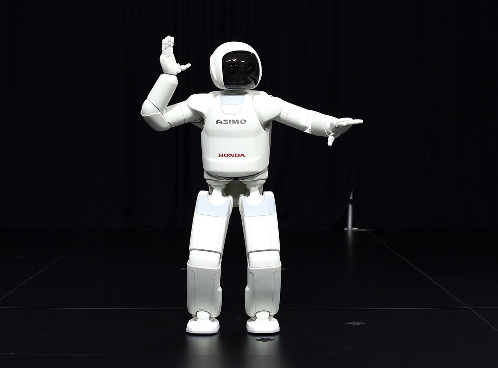 Description of . Honda North America shows off their new Asimo Robot to the media during the second press preview day at the 2014 New York International Auto Show  April 17, 2014  in New York at the Jacob Javits Center. AFP PHOTO / Timothy A. CLARY/AFP/Getty Images