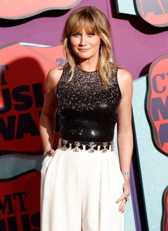 Description of . Jennifer Nettles arrives at the CMT Music Awards at Bridgestone Arena on Wednesday, June 4, 2014, in Nashville, Tenn. (Photo by Wade Payne/Invision/AP)
