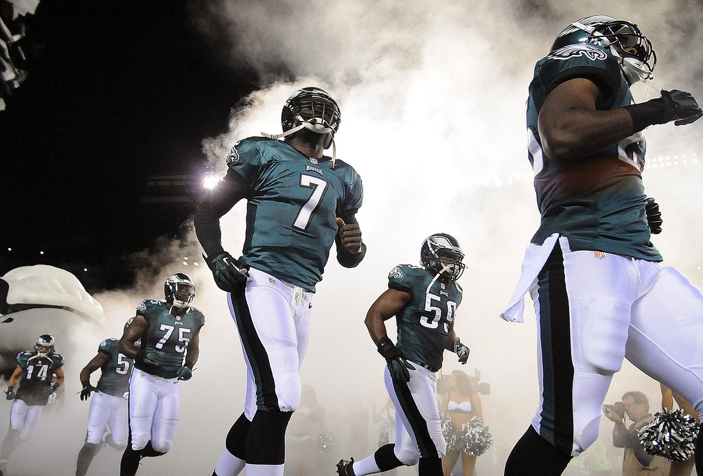 Description of . Philadelphia Eagles run onto the field before an NFL football game against the Kansas City Chiefs on Thursday, Sept. 19, 2013, in Philadelphia. (AP Photo/The Express-Times, Matt Smith)