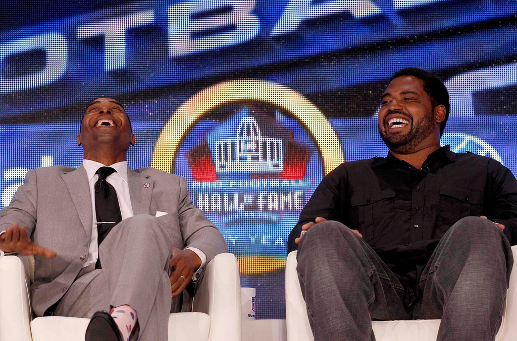 Description of . Former Minnesota Vikings player Cris Carter (L) and former Baltmore Ravens player Jonathan Ogden smile after being named to the Pro Football Hall of Fame at the 2013 Class of Enshrinement show in New Orleans, Louisiana, February 2, 2013.  REUTERS/Jim Young