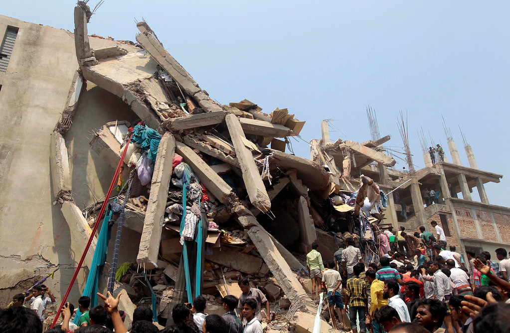Description of . Rescue workers and people look for survivors after an eight-story building housing several garment factories collapsed in Savar, near Dhaka, Bangladesh, Wednesday, April 24, 2013.  (AP Photo/ A.M. Ahad)