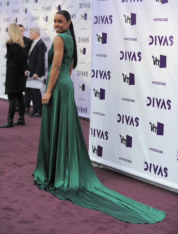 Description of . Kelly Rowland arrives at VH1 Divas on Sunday, Dec. 16, 2012, at the Shrine Auditorium in Los Angeles. (Photo by Jordan Strauss/Invision/AP)
