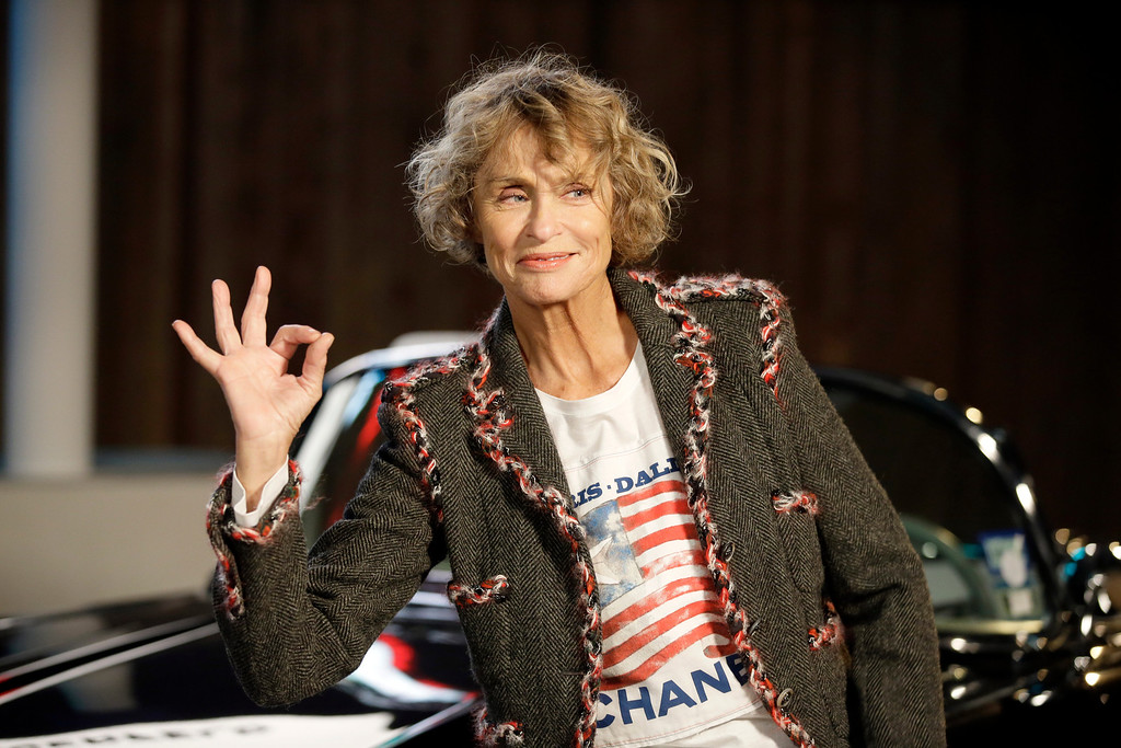 Description of . Model and actress Lauren Hutton poses for photos after arriving for Chanel's Metiers d'Art fashion show, Tuesday, Dec. 10, 2013, in Dallas. (AP Photo/Tony Gutierrez)