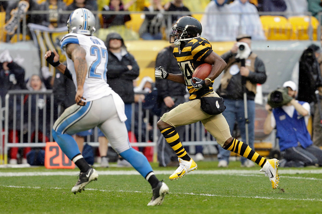 Description of . Pittsburgh Steelers wide receiver Antonio Brown (84), right, runs towards the end zone as Detroit Lions strong safety Glover Quin (27) chases after him in the first quarter of an NFL football game in Pittsburgh, Sunday, Nov. 17, 2013. (AP Photo/Gene J. Puskar)