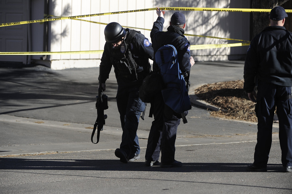 Description of . Police work at the scene where a gunman killed four people  at a townhome complex near Ithaca Place and Kittredge Street in Aurora Saturday morning. Four poeple were killed including the shooter. Andy Cross, The Denver Post