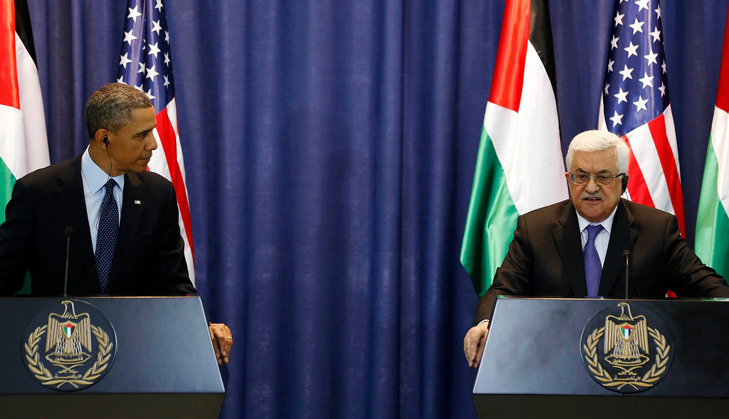Description of . U.S. President Barack Obama listens to Palestinian President Mahmoud Abbas during a news conference at the Muqata Presidential Compound in the West Bank City of Ramallah March 21, 2013.     REUTERS/Larry Downing