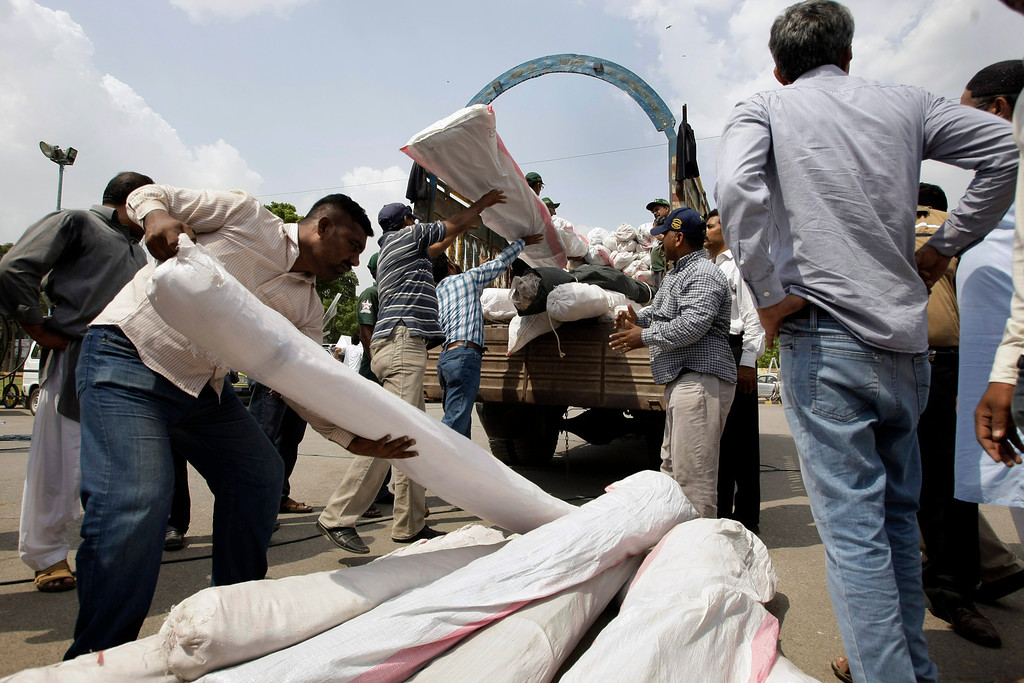 Description of . Pakistan volunteers load relief supplies for earthquake-affected people of the Baluchistan province, in Karachi, Pakistan, Wednesday, Sept. 25, 2013. (AP Photo/Fareed Khan)