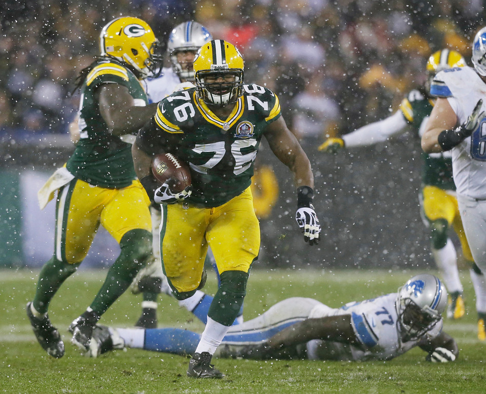 Description of . Green Bay Packers defensive end Mike Daniels (76) picks up a fumble by Detroit Lions quarterback Matthew Stafford and runs it back 43-yards for a touchdown during the first half of an NFL football game Sunday, Dec. 9, 2012, in Green Bay, Wis. (AP Photo/Jeffrey Phelps)