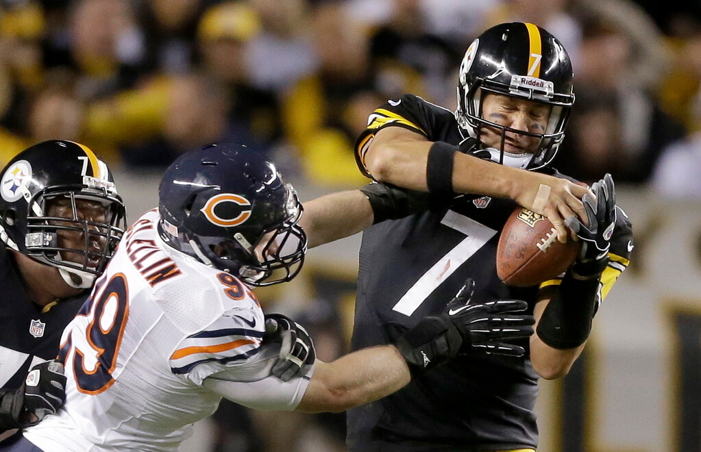 Description of . Chicago Bears defensive end Shea McClellin (99) hits Pittsburgh Steelers quarterback Ben Roethlisberger (7) during in the second quarter of an NFL football game in Pittsburgh, Sunday, Sept. 22, 2013. Roethlisberger escaped the tackle. The Steelers lost 40-23. (AP Photo/Gene J. Puskar)