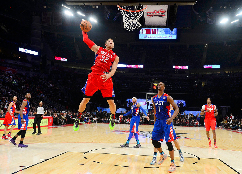 Description of . NBA All-Star Blake Griffin of the Los Angeles Clippers (32) attempts to dunk past All-Star Chris Bosh of the Miami Heat (1) during the 2013 NBA All-Star basketball game in Houston, Texas, February 17, 2013. REUTERS/Bob Donnan-POOL (UNITED STATES  - Tags: SPORT BASKETBALL)