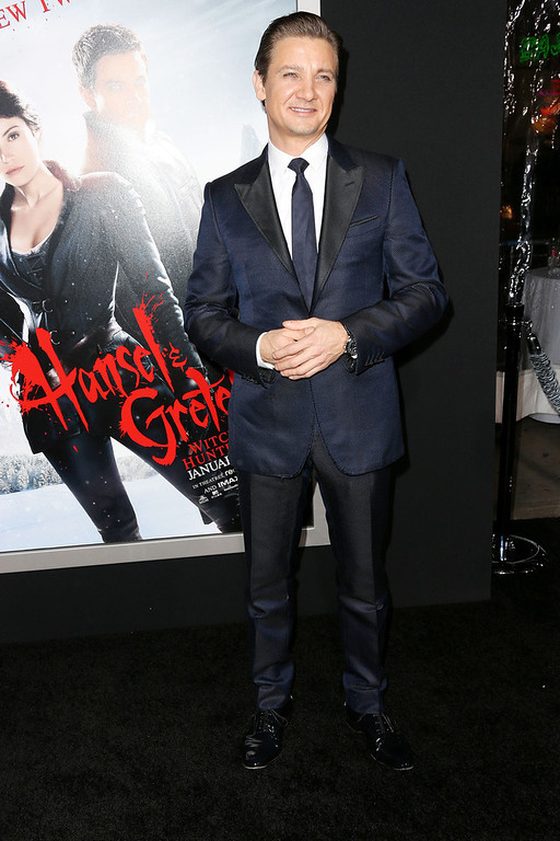 Description of . Actor Jeremy Renner attends the Premiere Of Paramount Pictures'