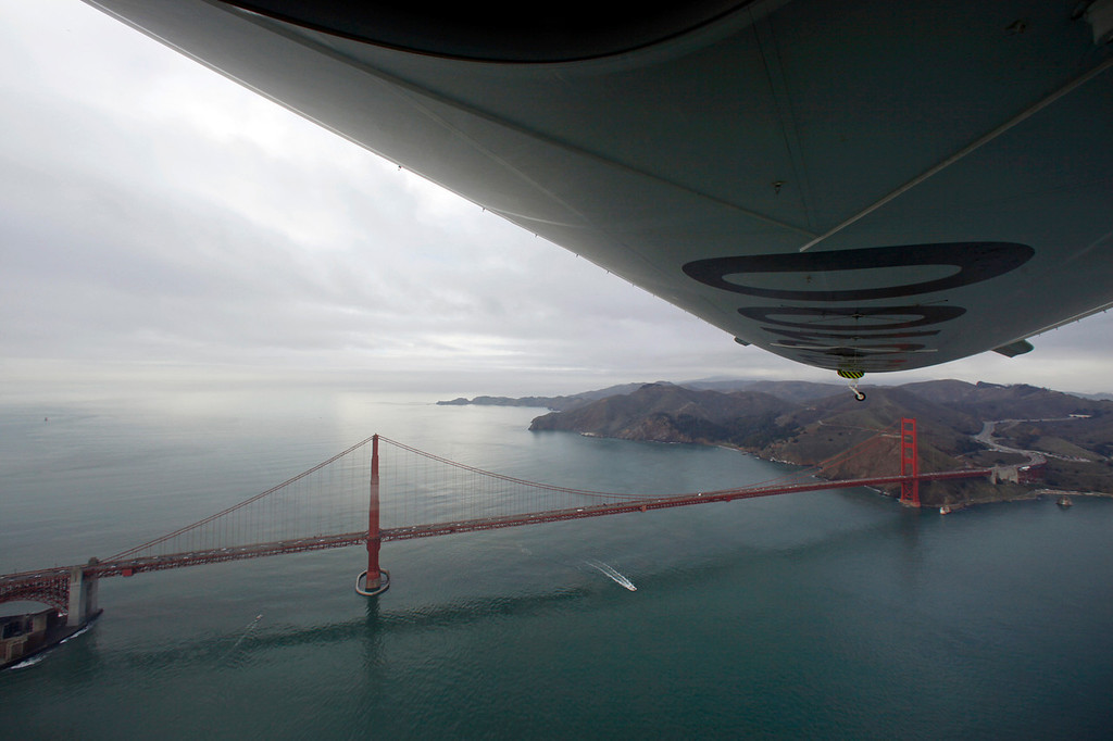 Description of . The Airship Ventures Zeppelin Eureka flies over the Golden Gate Bridge in San Francisco, Sunday, Dec. 28, 2008. (AP Photo/Eric Risberg)