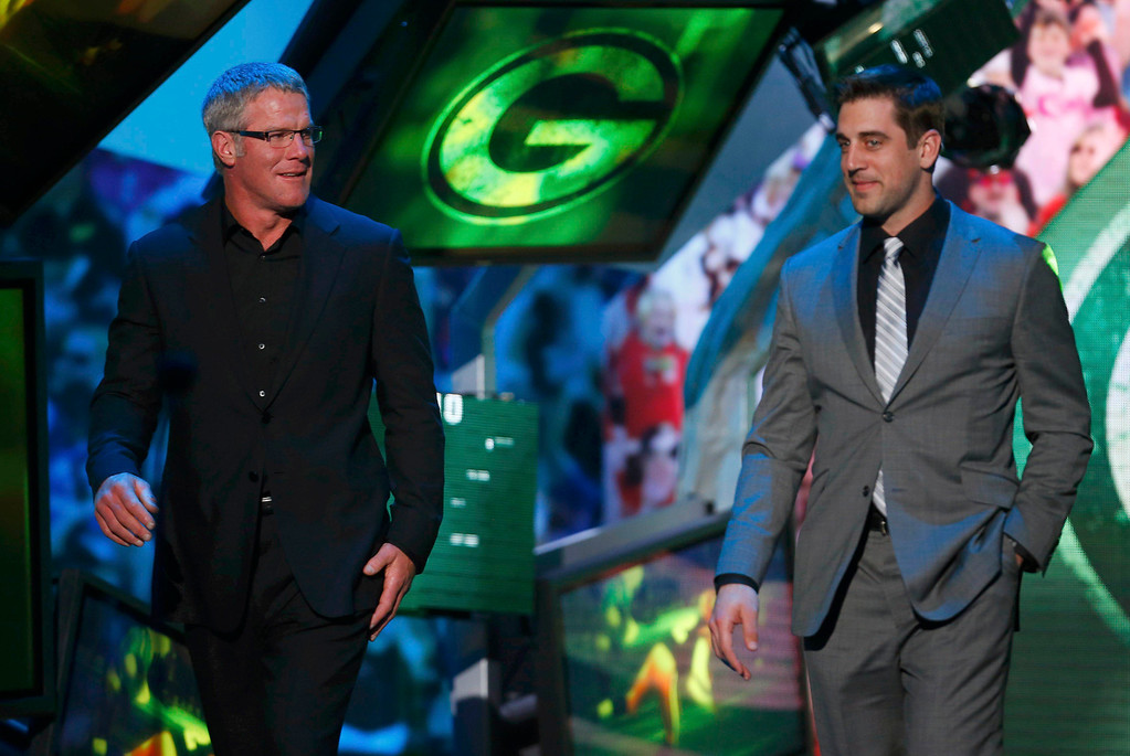 Description of . Former Green Bay Packers quarterback Brett Favre (L) and current Packers quarterback Aaron Rodgers are shown onstage during the NFL Honors award show in New Orleans, Louisiana February 2, 2013.   REUTERS/Jeff Haynes