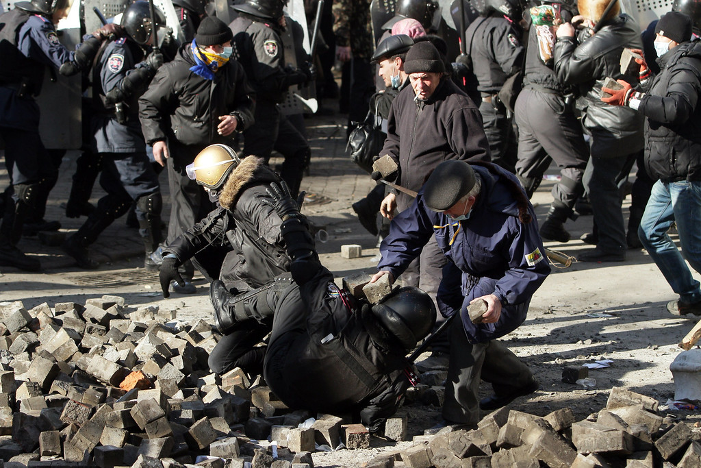 Description of . Protesters clash with riot police in Kiev on February 18, 2014. Ukraine's prosecutor-general on Tuesday warned he would seek to impose the