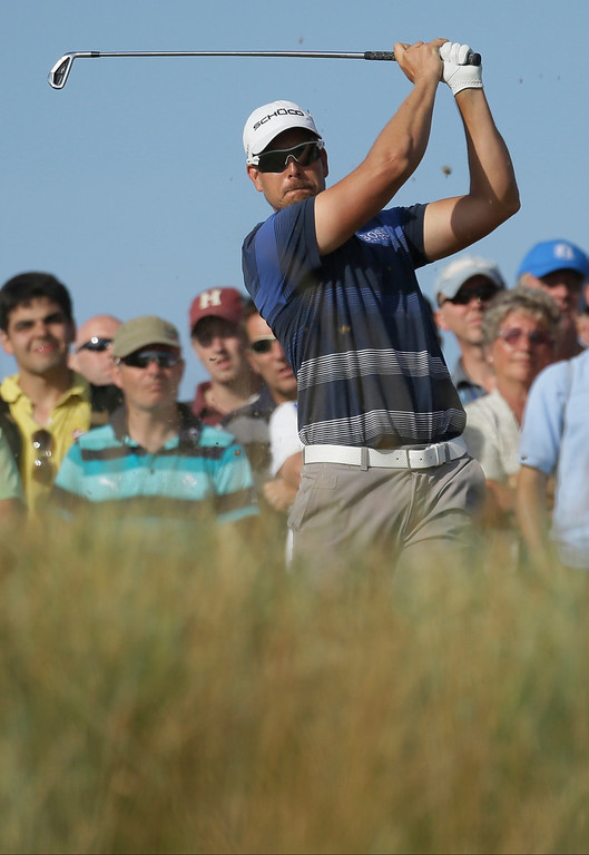 Description of . Henrik Stenson of Sweden plays a shot off the 14th tee during the third round of the British Open Golf Championship at Muirfield, Scotland, Saturday July 20, 2013. (AP Photo/Jon Super)