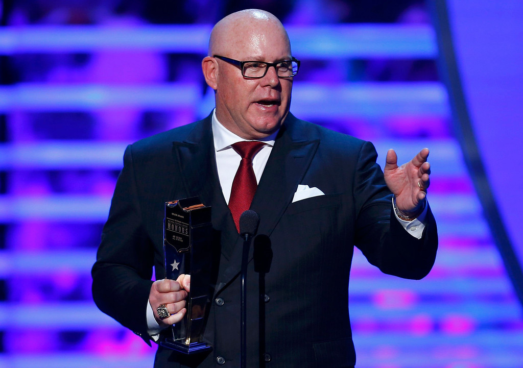 Description of . Indianapolis Colts coach Bruce Arians accepts the award for NFL Coach of the Year during the NFL Honors award show in New Orleans, Louisiana February 2, 2013.    REUTERS/Jeff Haynes