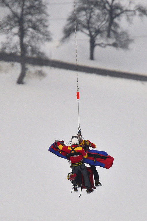 Description of . USA Lindsey Vonn is transported by a helicopter after a fall during the women's Super-G event of the 2013 Ski World Championships in Schladming, Austria on February 5, 2013.  FABRICE COFFRINI/AFP/Getty Images