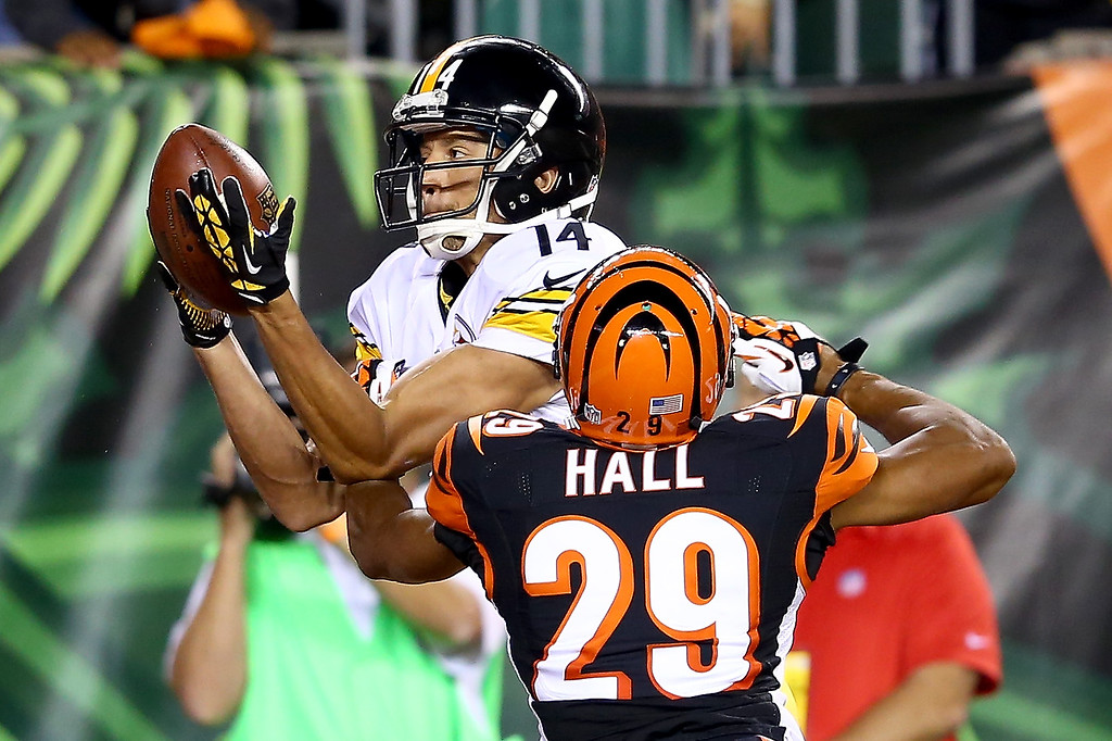 Description of . Wide receiver Derek Moye #14 of the Pittsburgh Steelers catches a one-yard touchdown against cornerback Leon Hall #29 of the Cincinnati Bengals in the second quarter at Paul Brown Stadium on September 16, 2013 in Cincinnati, Ohio.  (Photo by Andy Lyons/Getty Images)