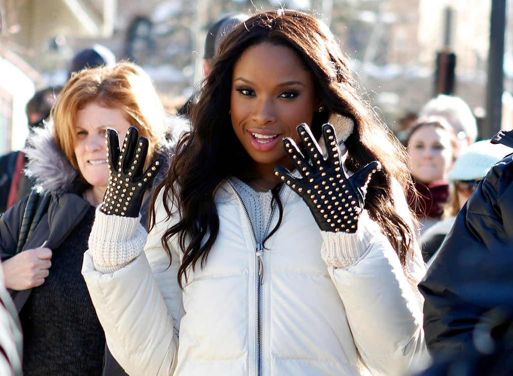 Description of . Recording artist and actress Jennifer Hudson makes her way along Main Street during the Sundance Film Festival in Park City, Utah, January 18, 2013.  REUTERS/Jim Urquhart