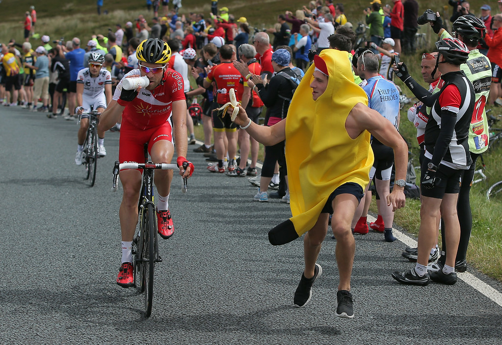 Description of . Cyril Lemoine of France and Cofidis, Solutions Credits is offered a banana by a fan after claiming the points on the Cote de Blubberhouses during stage two of the 2014 Le Tour de France from York to Sheffield on July 6, 2014 in Harrogate, United Kingdom.  (Photo by Doug Pensinger/Getty Images)