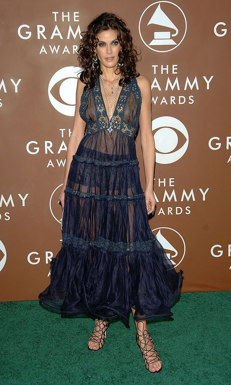 Description of . Actress Teri Hatcher arrives at the 48th Annual Grammy Awards at the Staples Center on February 8, 2006 in Los Angeles, California.  (Photo by Stephen Shugerman/Getty Images)