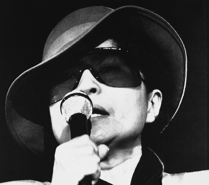 Description of . Yoko Ono, widow of former Beatle John Lennon, is shown during her concert at West Berlins Metropol-Hall, Monday, March 3, 1986, Berlin, Germany. The 53-year-old singer appears in five German cities during her 10-week world concert tour which is called World Peace instead of Star Wars. (AP Photo/Andreas Schoelzel)