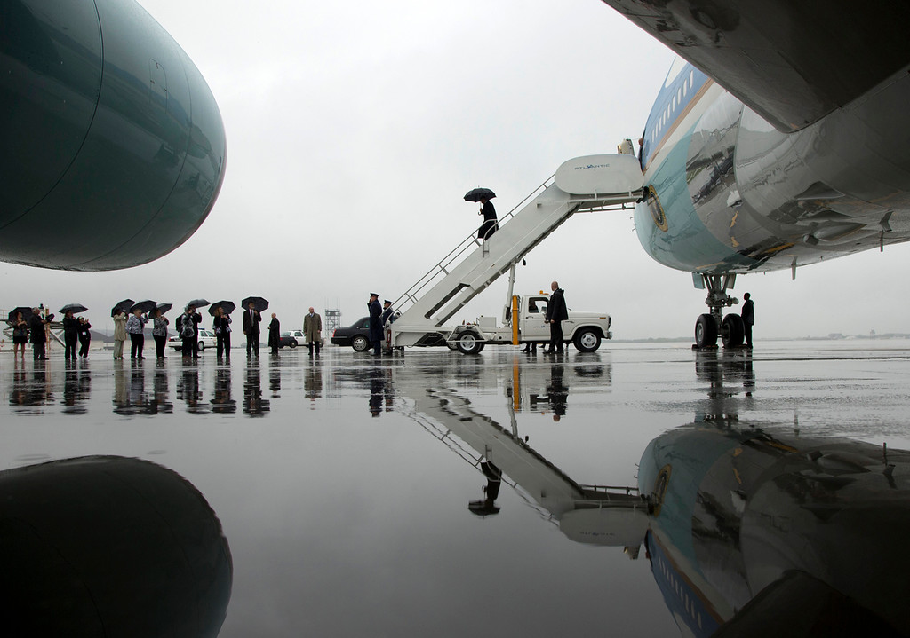 Description of . President Barack Obama arrives on Air Force One in the rain at Cleveland Hopkins International Airport, Friday, Oct. 5, 2012, in Cleveland. (AP Photo/Carolyn Kaster)
