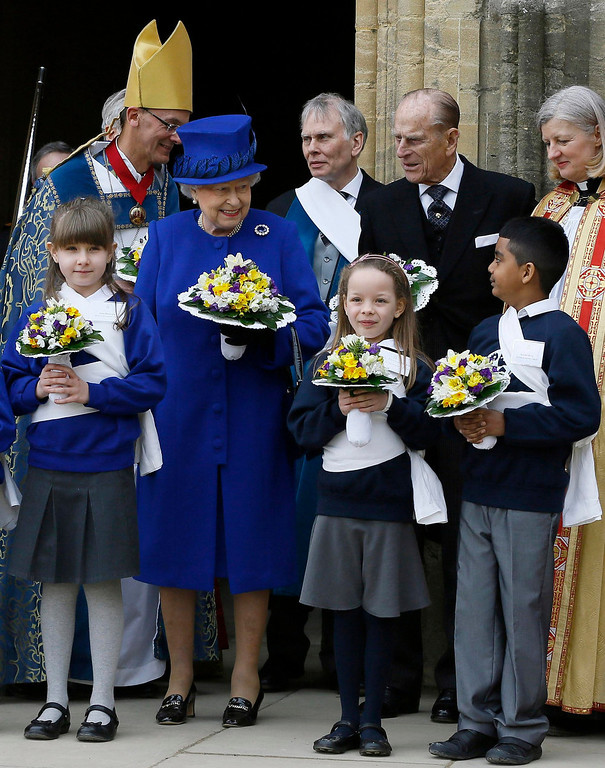 Description of . Britain's Queen Elizabeth and Prince Philip stand outside Christ Church Cathedral after the Maundy service in Oxford, southern England March 28, 2013. REUTERS/Kirsty Wigglesworth/Pool