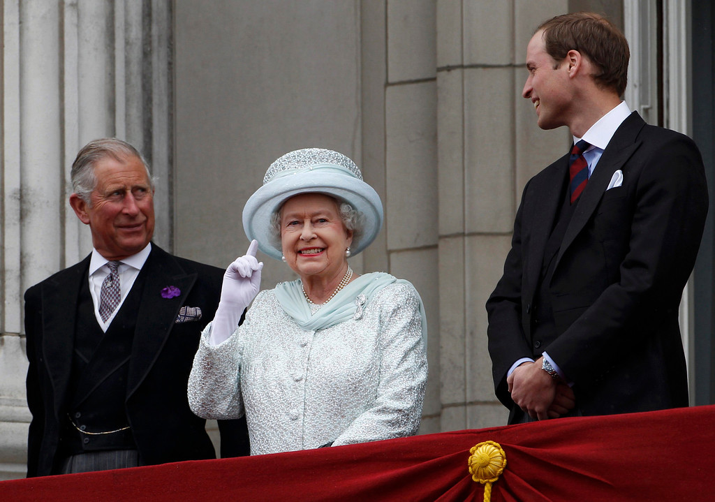 Description of . In this June 5, 2012 file photo, Britain's Prince Charles, Britain's Queen Elizabeth II and Prince William stand on the balcony at Buckingham Palace during the Diamond Jubilee celebrations in central London. (AP Photo/Stefan Wermuth, Pool, File)