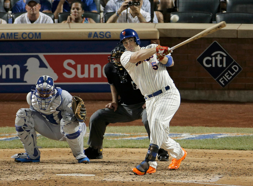 Description of . National League's David Wright, of the New York Mets, hits a single in the seventh inning against the American League during Major League Baseball's All-Star Game in New York, July 16, 2013.  REUTERS/Ray Stubblebine
