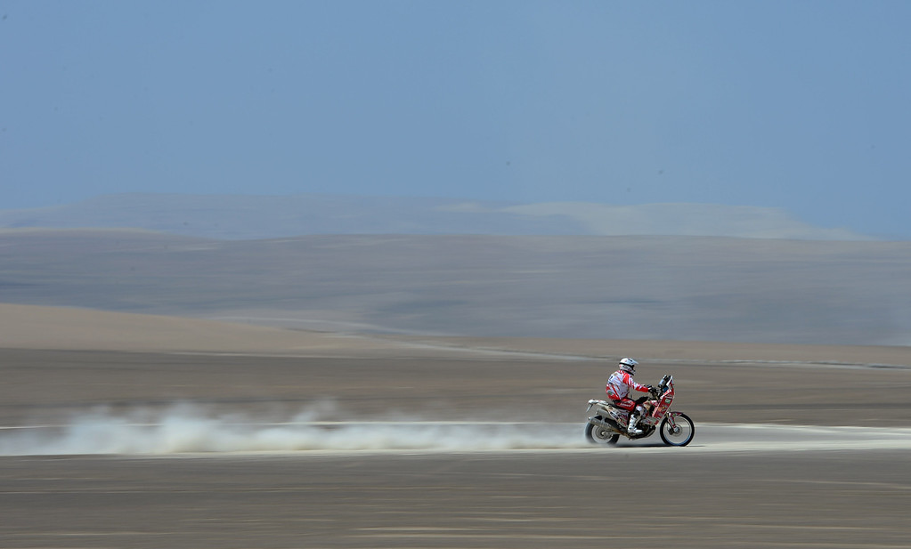 Description of . PISCO, PERU - JANUARY 07:  A rider competes during the stage from Pisco to Nazca on day three of the 2013 Dakar Rally on January 7, 2013 in Pisco, Peru.  (Photo by Shaun Botterill/Getty Images)