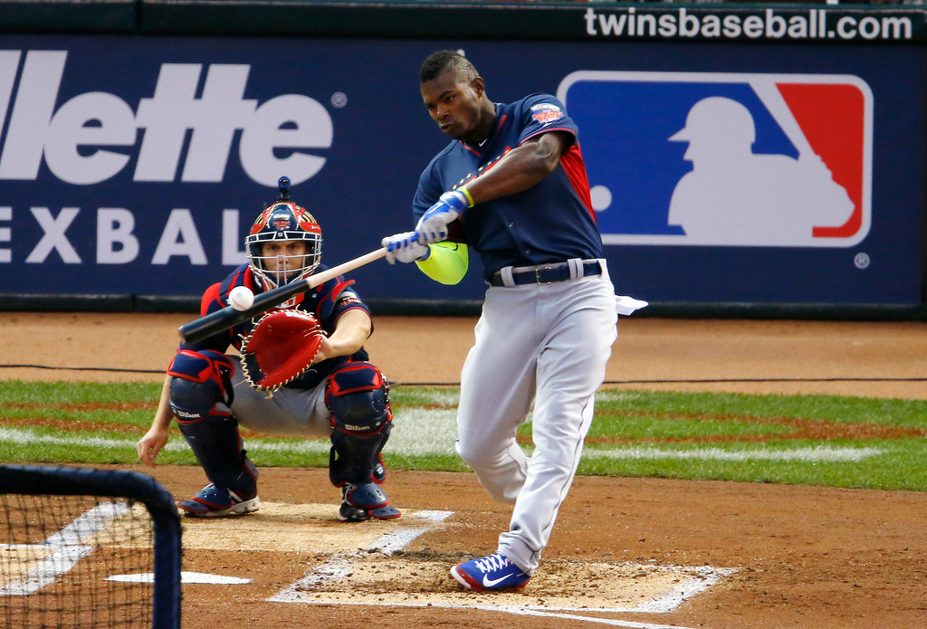 Description of . National League's Yasiel Puig, of the Los Angeles Dodgers, hits during the MLB All-Star baseball Home Run Derby, Monday, July 14, 2014, in Minneapolis. (AP Photo/Paul Sancya)