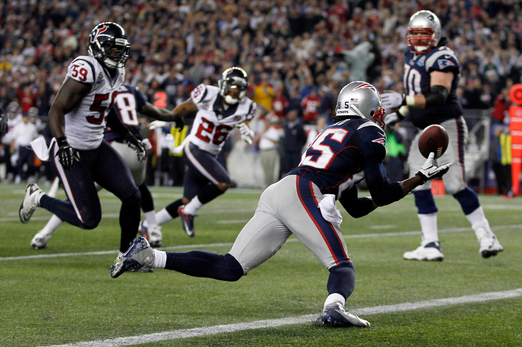 Description of . New England Patriots wide receiver Brandon Lloyd recovers a fumble in the end zone for a touchdown against the Houston Texans during the second half of their NFL football game in Foxborough, Massachusetts December 10, 2012.  REUTERS/Jessica Rinaldi