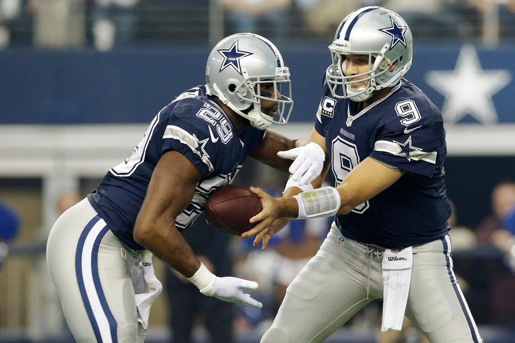 Description of . Dallas Cowboys quarterback Tony Romo (9) hands the ball to DeMarco Murray (29) during the first half of an NFL football game against the Oakland Raiders, Thursday, Nov. 28, 2013, in Arlington, Texas.  (AP Photo/LM Otero)