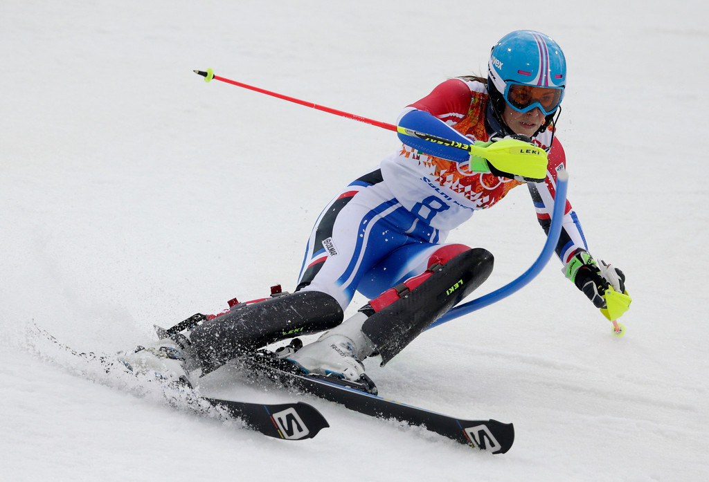 Description of . France's Nastasia Noens skis in the first run of the women's slalom at the Sochi 2014 Winter Olympics, Friday, Feb. 21, 2014, in Krasnaya Polyana, Russia. (AP Photo/Charles Krupa)