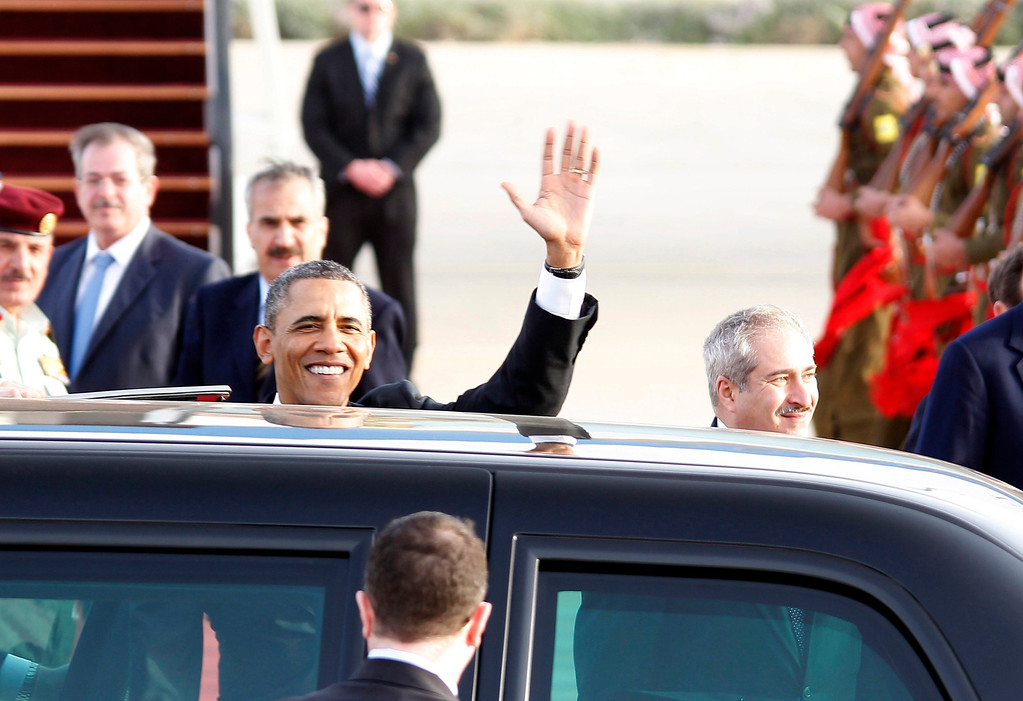 Description of . U.S. President Barack Obama waves before getting into a car upon his arrival at Amman airport March 22, 2013.   REUTERS/Ali Jarekji