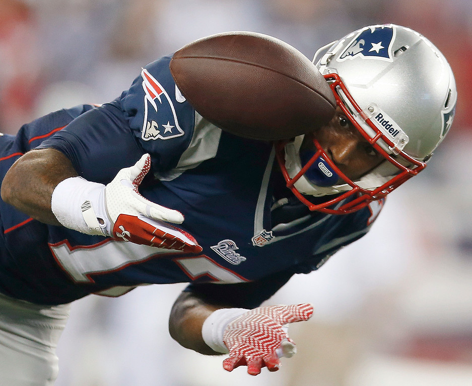 Description of . New England Patriots wide receiver Aaron Dobson can't make the reception on a pass from Tom Brady during the second quarter of an NFL football game against the New York Jets on Thursday, Sept. 12, 2013, in Foxborough, Mass. (AP Photo/Elise Amendola)